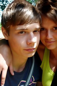 Nude Teen Pictures: Geiles, junges Paar nackt am Stausee!